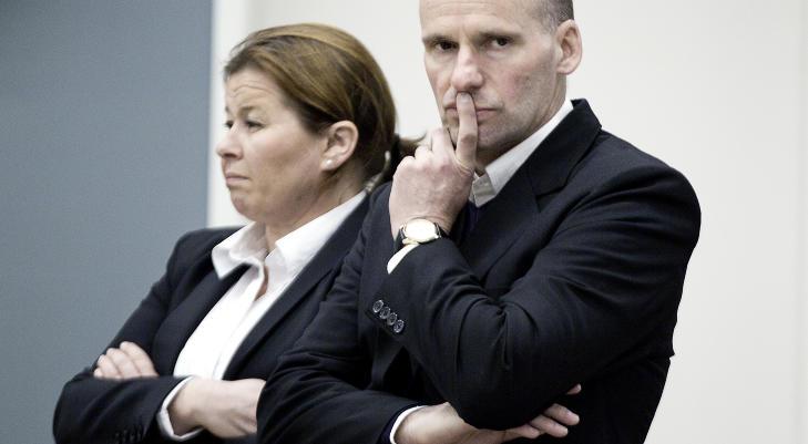 JOBBET HARDT: Forsvarer Geir Lippestad har gjort sitt ytterste for � f� sin klient til � framst� som rasjonell og tilregnelig. Her er han sammen med forsvarer Vibeke Hein B�ra. Foto: Bj�rn Langsem / Dagbladet.