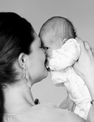 I dag ble det sluppet nye bilder av lille prinsesse Estelle