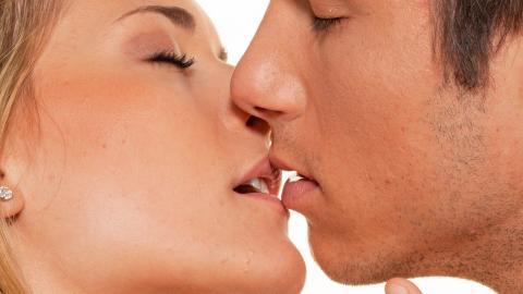 KYSSEFORSKNING: Et seks sekunders kyss hver dag er noe av det beste dere kan gj�re for kj�rligheten, if�lge John Gottmans forskning. Illustrasjonsfoto: Colourbox