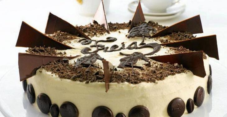 DRONNINGENS FAVORITTKAKE: Blant sjokoladekakene som nådde til finalen i konkurransen på Klikk.mat. Foto: Freia