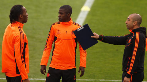P� FELTET: Chelsea-manager Robert Di Matteo, Ramires og Didier Drogba. Foto:  REUTERS/Stefan Wermuth