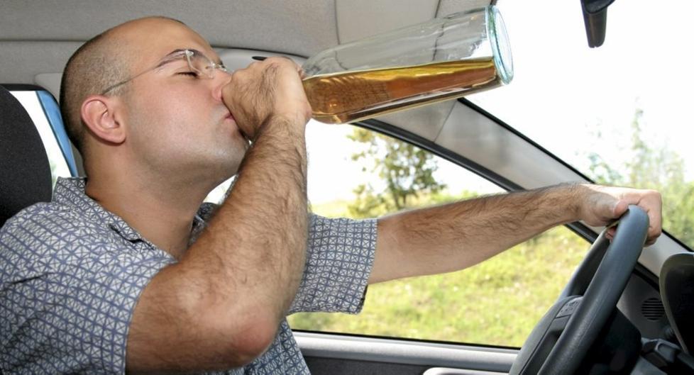 FYLLEKJ�RING: Du ville forh�pentligvis holde deg langt unna bilen etter et par-tre halvlitere. Studien viser imidlertid at ekstremt behov for � tisse gir mange av de samme effektene. Foto: Crestock