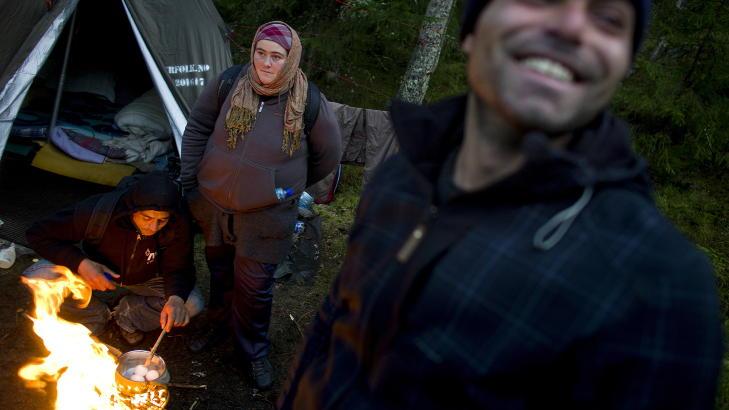 BLIR SPYTTA PÅ: Mariana (27) og ektemannen Jomel (33) har bodd i Norge i to måneder, og kom med en buss som har adgang til Oslo en gang i uka. De savner datteren som er plassert hos Jomels mor. Nå bor de i et telt satt opp av organisasjonen «Folk er folk» og Jomel har opplevd å ha blitt spytta på i Oslo. Foto: Tomm W. Christiansen / Dagbladet