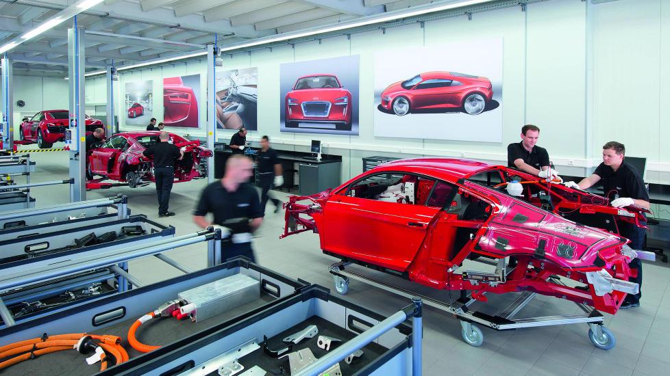 KOMMENDE STR�MSJOKK: Her fra forberedelsene til produksjonen av Audis elektriske sportsbil, R8 e-tron. Foto: AUDI