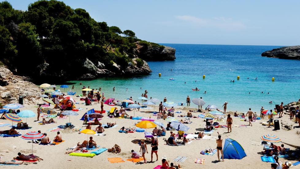 MALLORCA: Mallorca er nordmenns favorittreisem�l i sommer, tett etterfulgt av tyrkiske Antalya som har en vekst i antall solhungrige nordmenn p� 14 prosent mot i fjor. Arkivfoto: JOHN TERJE PEDERSEN