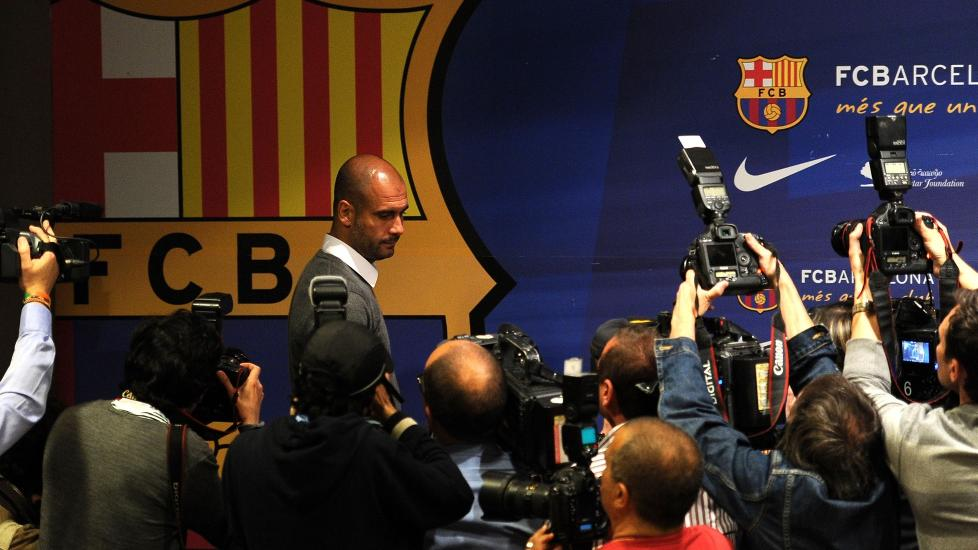 R�RT: Det var en tydelig r�rt og beveget Pep Guardiola som m�tte pressen i dag. Han bekreftet at han gir seg som Barcelona-trener. Foto: AFP Photo/ Josep Lago / NTB Scanpix