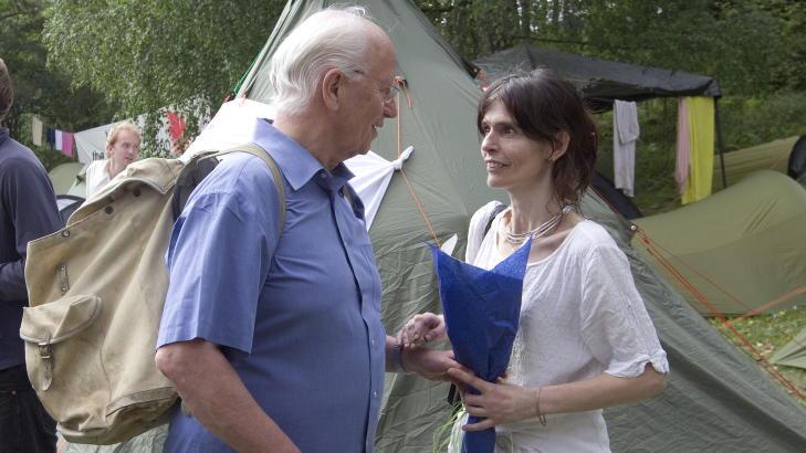 P� UT�YA: I 2010 var Thorvald Stoltenberg p� Ut�ya sammen med datteren Nini Stoltenberg. Den stolte far holdt innlegg om ruspolitikk for arbeiderpartiungdommene p� sommerleir.  Foto: Terje Bendiksby / Scanpix