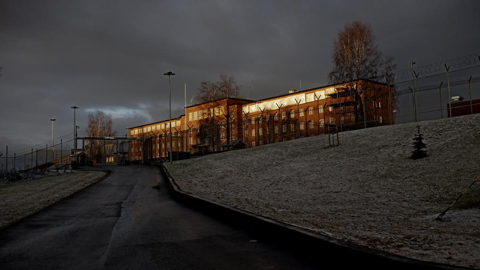 KOMMUNISERER: Fra sin celle på Ila fengsel og forvaringsanstalt i Bærum brevveksler Anders Behring Breivik med russiske høyreekstremister. Foto: Stian Lysberg Solum / NTB Scanpix