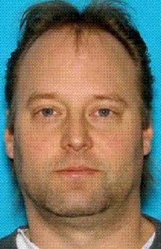 ETTERLYST: Peter Keller (41) er etterlyst etter hans kone og datter ble funnet skutt og drept etter en husbrann i Washington i forrige uke. Foto: AP Photo/King County Sheriff's Office/NTBScanpix