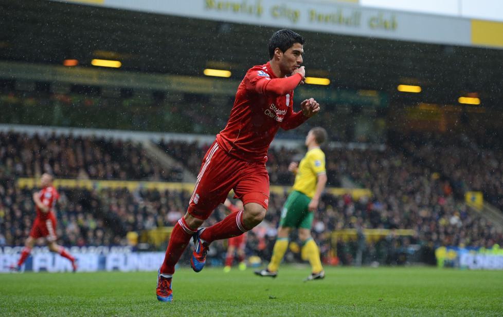 VERDENSKLASSE: Luis Suarez har v�rt den offensive drivkraften i Liverpool, men har sl�st med sjansene gjennom hele sesongen. Mot Norwich holdt ogs� avslutningene hans verdensklasse.Foto: AFP PHOTO/ADRIAN DENNIS/NTB scanpix