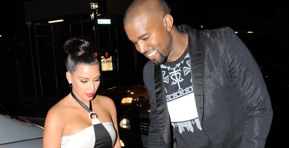  ROMANSE: Kim Kardashian og Kanye West blir stadig sett sammen hnd i hnd. Her fra Chanel-gallaen i New York tidligere i r. Foto: Stella Pictures