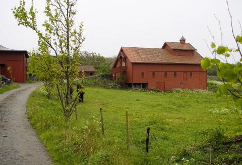 VESTFOLDIDYLL: R�vik G�rd i Stavern har blant annet v�rt �sted for Odd Nerdrums malekurs i flere �r. FOTO:TORBJ�RN BERG/DAGBLADET