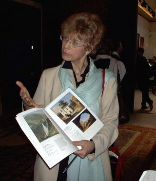 FORN�YD: Ingeborg Astrup, Sotheby's sin representant i Norge, forteller at auksjonshuset ser p� rekorden som b�de hyggelig og viktig. Bildet er tatt i �r 2000. Foto: Anne Kathrine Aamb� / SCANPIX
