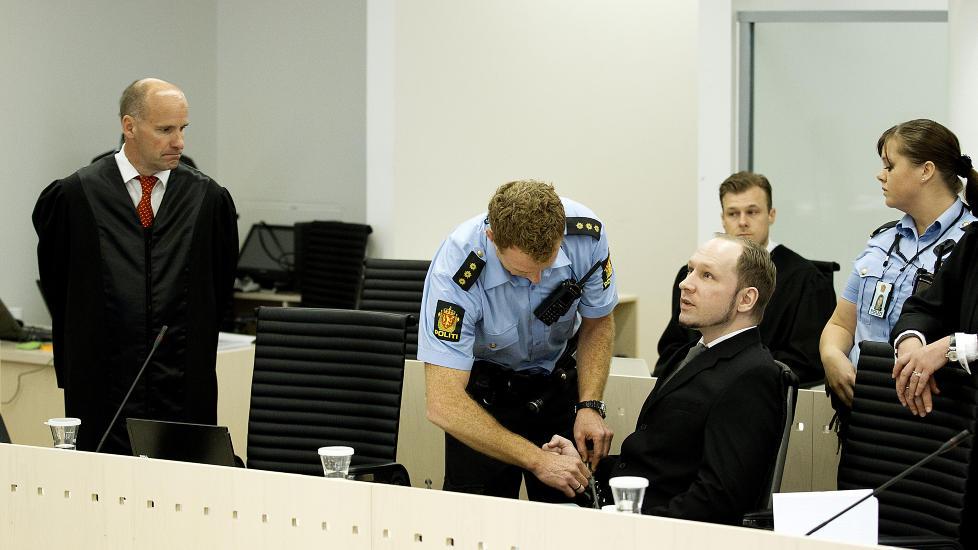LURTE SIKKERHETSVAKTA: Anders Behring Breivik lurte en vakt til � kalle p� MS �Thorbj�rn�. B�de vakta og skipperen forklarte seg i retten i dag. Foto: Bj�rn Langsem / Dagbladet