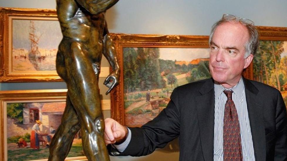 KUNSTHANDLER: Sotheby's-ansatte Charles Moffett var p� telefonen med Skriks kj�per under hele auksjonen, og representerte dermed den som fikk kloa i rekordverket. Foto: Sotheby's