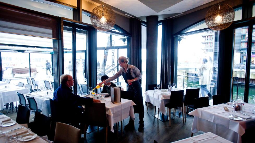 Fin fangst: Lofoten Fiskerestaurant har samme eiere som Ekebergrestauranten, restaurantene i Operaen og Tjuvholmens sj�magasin. Den gj�r absolutt ikke skam p� resten av familien. Foto: Thomas Rasmus Skaug / Dagbladet