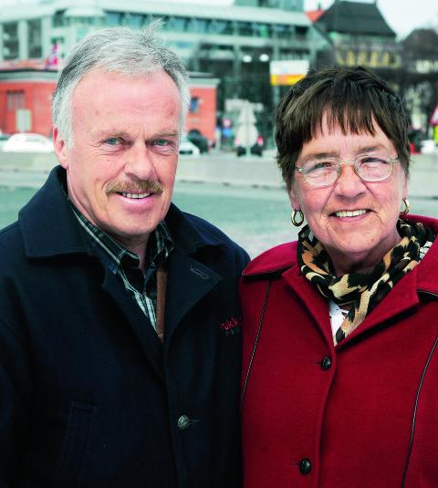 S�LVI YTTERMO (63), PENSJONIST, OG SVEIN YTTERMO (67), PENSJONIST: Bor i Harstad. V�rt gift i 46 �r. - Det viktigste i et forhold er � ta vare p� hverandre og v�re t�lmodige med hverandre, sier Svein.  - Vi har v�rt gift i 46 �r og jeg syns jeg skal ha honn�r for det, sp�ker S�lvi.Foto: Steinar Buholm