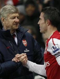 Wenger vil ha rask avklaring rundt van Persie
