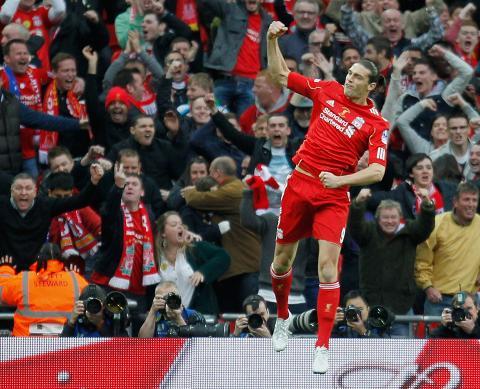 STR�LENDE INNHOPP: Andy Carroll kom inn og satte fart p� et til da tamt Liverpool-lag. 23-�ringen tente h�pet med sin scoring etter 64 minutter.Foto: AFP PHOTO/IAN KINGTON/NTB scanpix