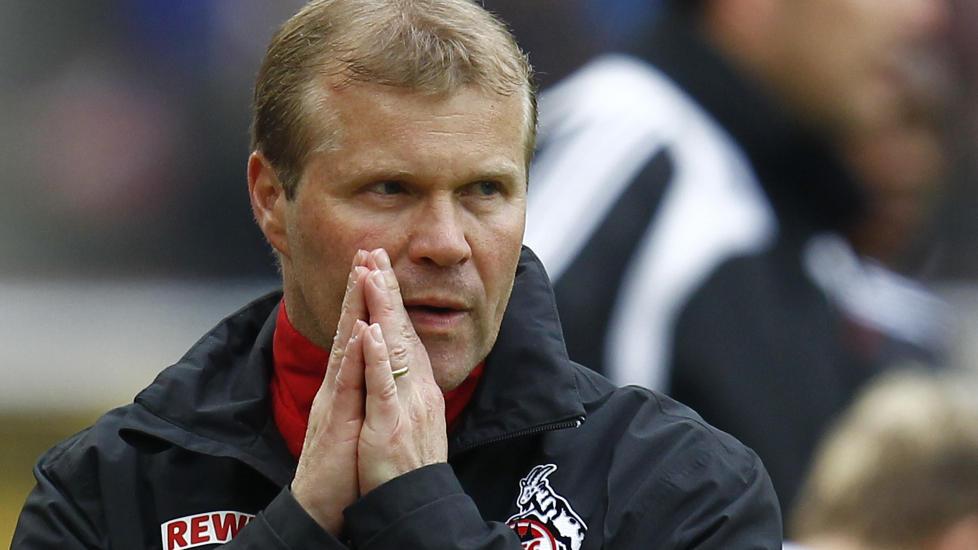 FERDIG: Frank Schaefer greide ikke å berge Köln fra nedrykk og føyer seg inn i den lange rekken av trenere som har fått lede klubben bare en kort stund. Foto: SCANPIX/REUTERS/Ralph Orlowski