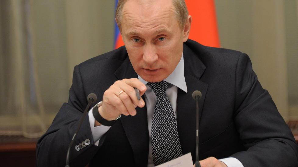 PRESIDENT IGJEN: Vladimir Putin og Dmitrij Medvedev har byttet roller, igjen. Mandag ble Vladimir Putin ble tatt i ed som president for tredje gang. Foto: YANA LAPIKOVA / EPA / SCANPIX