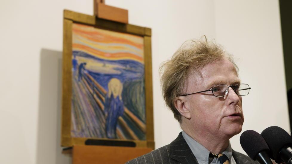 DOBBEL LYKKE: �Skrik� av Edvard Munch ble solgt for 107 millioner dollar p� Sotheby's auksjonshus i New York. Munch-maleriet ble med det verdens dyreste maleri. Her den tidligere eieren, Petter Olsen etter auksjonen. Etter pressekonferansen skal han ha m�tt Neil Young, en av Olsens favorittartister. Foto: Linda Forsell / NTB scanpix