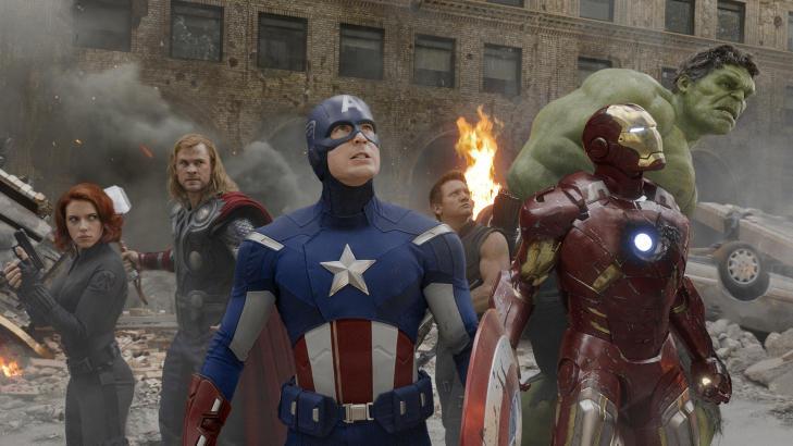 SMIL: Folka i �The Avengers� har all grunn til � smile, selv om de ikke gj�r det p� dette bildet. Fra venstre Scarlett Johansson, Chris Hemsworth, Chris Evans, Jeremy Renner, Robert Downey Jr. og Mark Ruffalo. Foto: Marvel Studios/Reuters/NTBscanpix