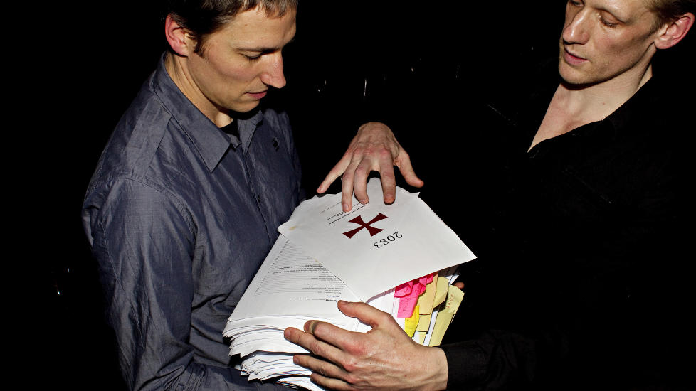 UTSATT: Den danske regiss�ren Christian Lollike og skuespiller Olaf H�jgaard (t.h.) st�r bak monologen som er basert p� Anders Behring Breiviks manifest. N� er monologen utsatt p� ubestemt tid. Foto: Stella Pictures