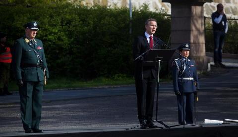 TALE: Statsminister Jens Stoltenberg holder tale med kong Harald ved sin side, i forbindelse med frigj�ringsdagen og nasjonal veterandag. Foto: Kyrre Lien / NTB scanpix