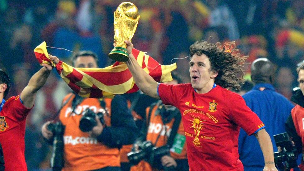 VANT VM: Carles Puyol har vunnet b�de EM og VM med Spania. N� har han if�lge en spansk avis bestemt seg for � gi seg p� landslaget. Foto: AFP PHOTO / PEDRO UGARTE
