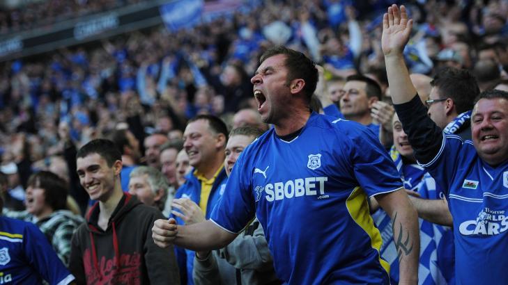PROTESTER?: Lederen for Cardiffs norske supporterklubb tror fansen vil protestere hvis laget f�r r�de drakter. Foto: AFP PHOTO/ADRIAN DENNIS