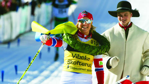 VASASEIER: Albuen sa stopp etter 45 kilometer, men Vibeke ga alt i ni mil. Og vant. Foto: Terje Bendiksby/Scanpix
