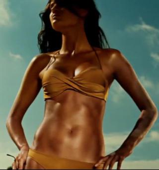 SOLBRUN:  Isabeli Fontana er ganske s� brunbrent i reklamen.