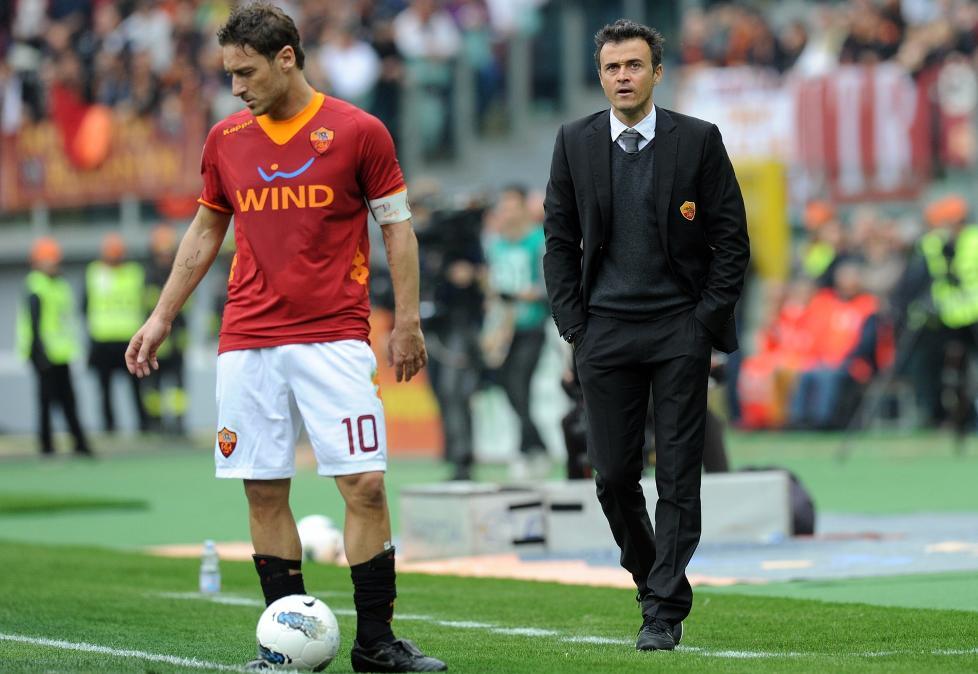GIR SEG: Spanske Luis Enrique (t.h.) gir seg som Roma-trener etter bare ett �r i jobben. Foto: AFP PHOTO / GABRIEL BOUYS / NTB scanpix