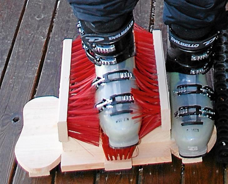 ALLSIDIG BRUK: Skoskrapen passer godt til både skisko, støvler og slalåmstøvler.  Foto: Kjell R. Solheim