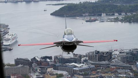 1000 FOT:  P� det laveste var flyene rundt 300 meter over bakken. Foto: Jan Severinsen