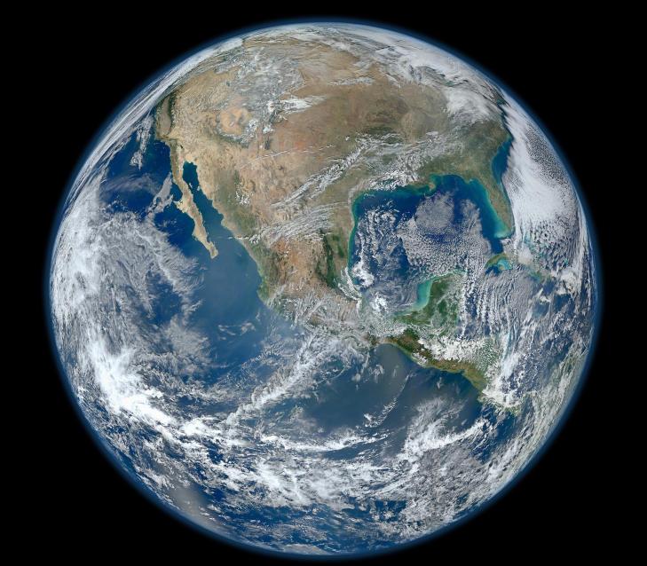 BLUE MARBLE 2012:  Dette klinkekule-bildet ble offentliggjort av NASA tidligere i �r. N� ser det ut som om en russisk satellitt har tatt et bilde av jorda i enda h�yere oppl�sning. Foto: NASA/NOAA/GSFC/Suomi NPP/VIIRS/Norman Kuring
