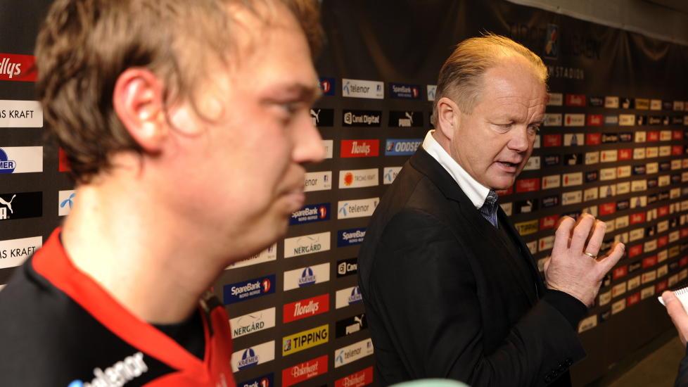 TOPP SKOLE: Tom�lsscorer Magnus Andersen med TIL-sjefen Per-Mathias H�gmo etter utklassingen av V�lerenga. FOTO: Rune Stoltz Bertinussen / NTB scanpix.