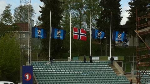 FLAGG P� HALV STANG: Nadderud i formiddag. Foto: Lars Eivind Bones / Dagbladet