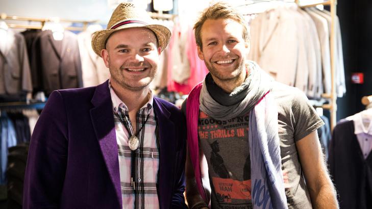 STORFINT BES�K: Simen Staalnacke og Peder B�rresen var godt forn�yd med bes�k av Backstreet Boys-gjengen i dag. Foto: Endre Vellene