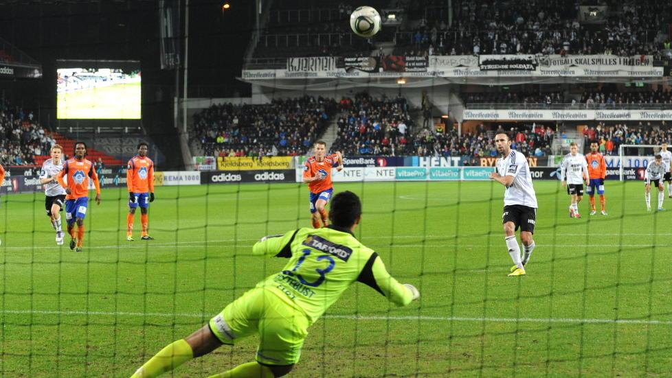 FOLKEFATTIG FOLKEFEST: Rosenborg frykter for tilskuersvikt festkvelden 16. mai. Foto: Ned Alley / Scanpix