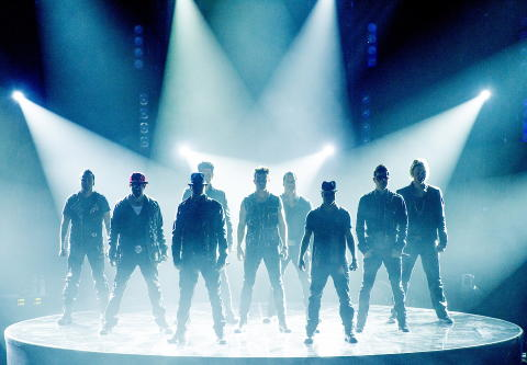 SYNKRON STIL: New Kids On The Block og Backstreet Boys ankommer scenen. Foto: John T. Pedersen / Dagbladet
