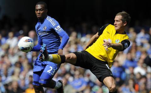 TAP MOT CHELSEA: Gamst Pedersen og Blackburn m�tte Daniel Sturridge og Chelsea s�ndag til sesongens siste kamp. Det endte 2-1 til Chelsea. Foto: AP Photo/Tom Hevezi