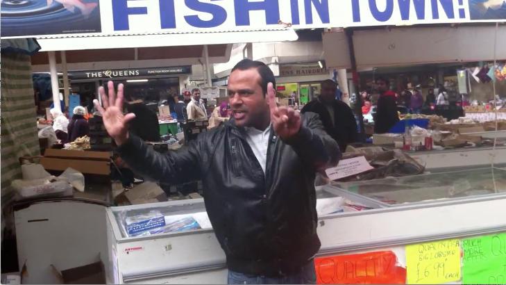 BILLIG: En knapp norsk tikroning for en fisk er billig, men kj�per du hele seks fisk, f�r du dem til prisen av fem.