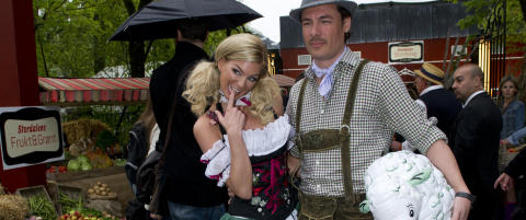 Kathrine S�rland stilte i sexy Heidi-kostyme