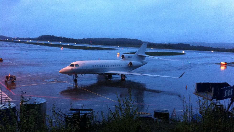 ASTON VILLA I KRISTIANSUND: Aston Villa-eier Randy Lerner sendte privatflyet sitt til Kristiansund i dag, der Ole Gunnar Solskjær er bosatt. Lerner skal ikke selv ha vært ombord på flyet. Foto: Dagbladet-tipser