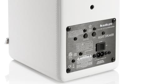 AKTIVE: Helt tr�dl�se er h�yttalerne ikke. Hver h�yttaler inneholder to 25 watts digitalforsterkere som trenger str�m. Foto: Audio Pro