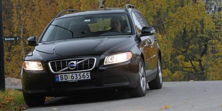 GJENNOMSNITTSBIL: En Volvo V70 DRIVe kan du f� til cirka 365 000 kroner - snittprisen for nye norske biler i 2011. Foto: Egil Nordlien, HM Foto