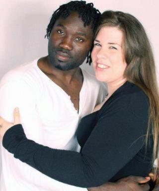 FORLOVET: Samuel Emeka Obi og Susanne Kaya Gustavsen har v�rt samboere i �tte �r og planlegger � gifte seg. Foto: Privat