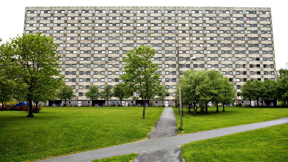 STORT BEHOV: Vi trenger flere blokker i framtidas Oslo, også i vest — om ikke så store som denne på Ammerud.  Foto: Nina Hansen
